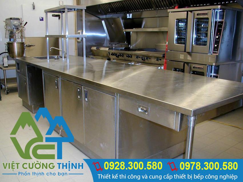 Inox Việt Nam địa chỉ sản xuất bàn bếp inox 304 giá rẻ, bàn bếp inox công nghiệp, bàn inox uy tín chất lượng cao.