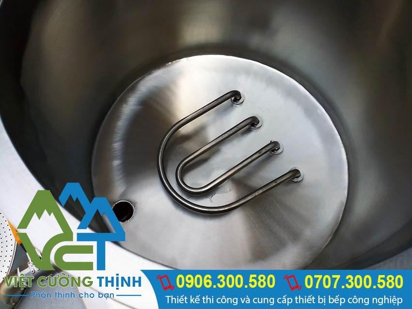 Cận cảnh bên trong nồi hấp điện công nghiệp chính hãng giá tốt tại xưởng sản xuất Inox Việt Cường Thịnh.