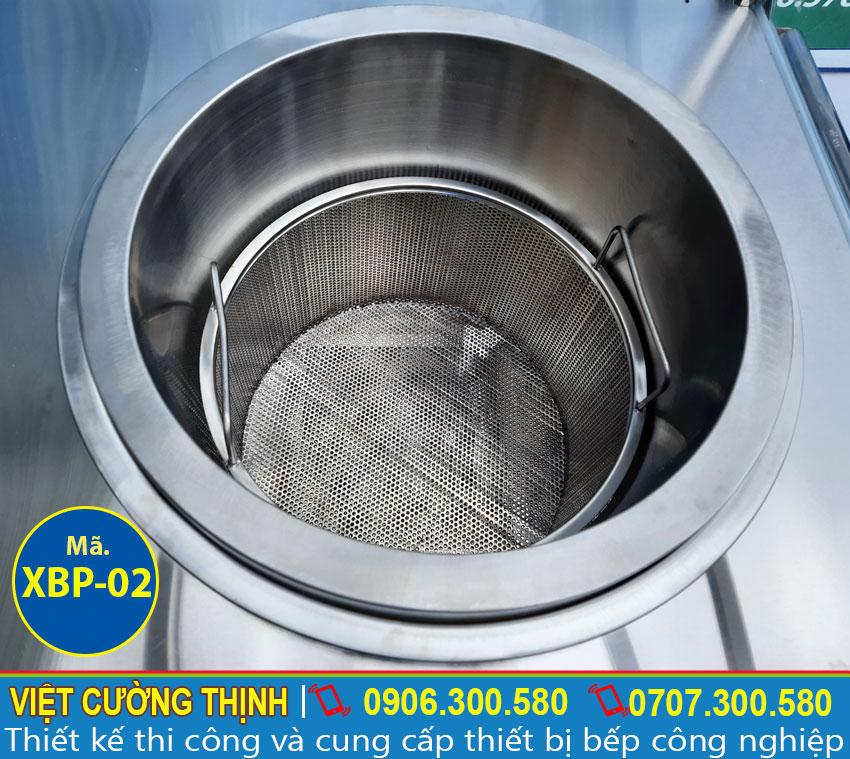 Chi tiết nồi nấu nước lèo được tích hợp trên tủ xe bán hủ tiếu phở bằng điện giá tốt.