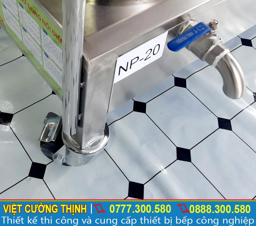 ống xả và bánh xe nồi điện nấu phở công nghiệp