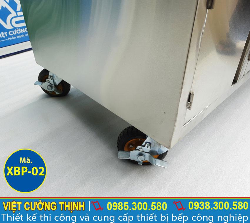 Chi tiết phần chân xe bán phở hủ tiếu inox bằng điện, tủ xe bán phở tích hợp nồi nấu nước lèo.