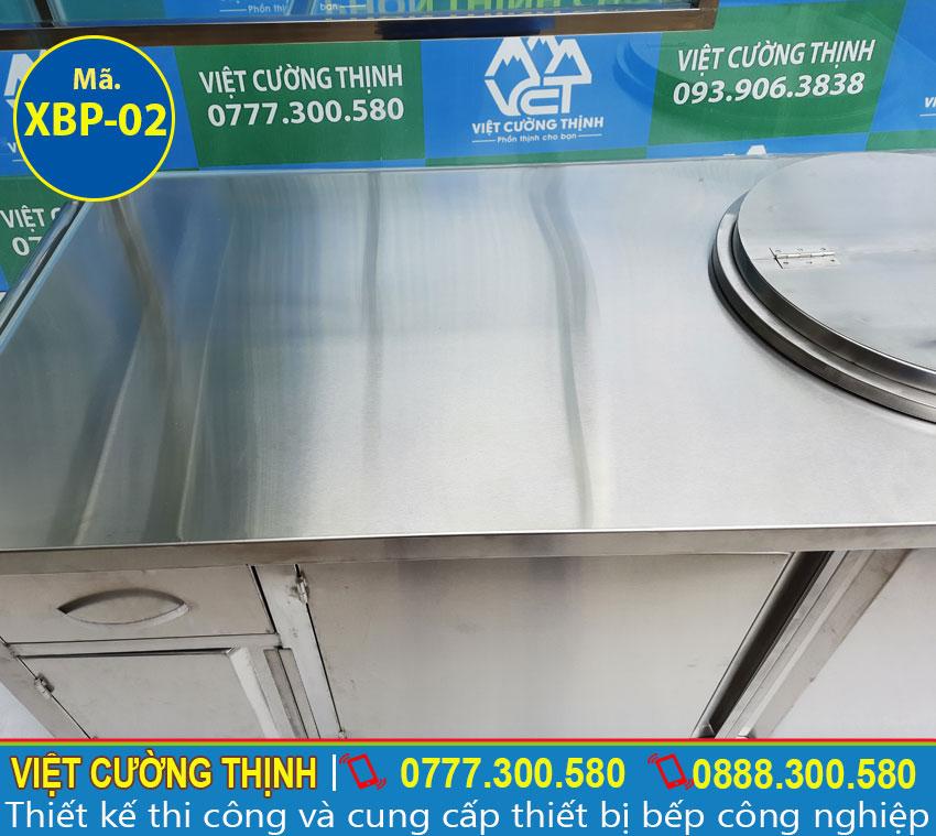 Cận cảnh chi tiết mặt trên của tủ xe bán hủ tiếu phở bằng điện giá tốt tại Việt Cường Thịnh.