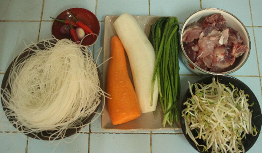 Nguyên liệu làm món hủ tiếu xương thơm ngon đậm hương vị