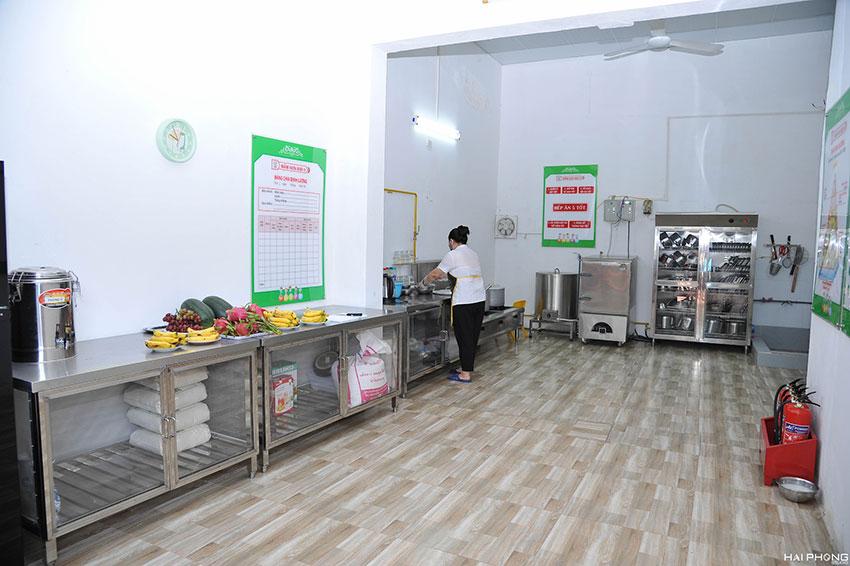 Bố trí, sắp xếp thiết bị bếp đạt chuẩn cho trường mầm non